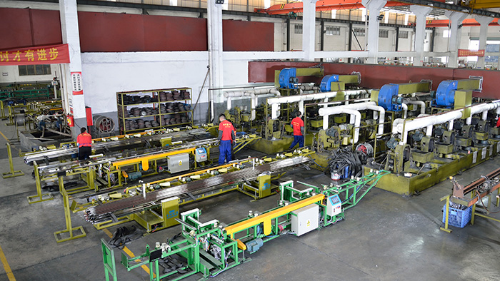 管钢强不锈钢管生产区