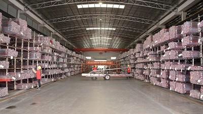 管钢强生产车间管材区