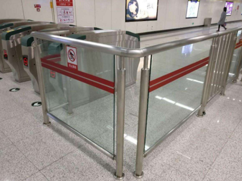 深圳地铁不锈钢防护栏